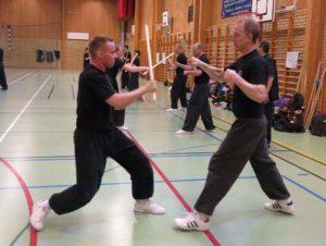 Batong/kort käpp med Sifu Peter Renström (höger) och Lao Shih Jani Minkkinen (vänster).